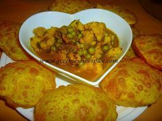 Cauliflower and Peas curry (Gobi mutter curry)