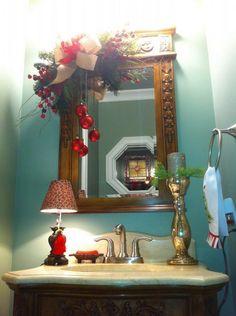 decoracion-navidad-rojo-con-dorado (11. Christmas Bathroom DecorChristmas Decorating IdeasChristmas DecorationsHoliday ... & Even bathrooms can get in the holiday spirit! Add a little evergreen ...