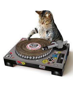 CAT SCRATCHING DJ DECKSTurn your beloved feline into a superstar DJ with this slick turntable scratching pad!Cardboard, mixing deck-shaped cat scratching mat – with spinnable deck and poseable tone arm. Dj Pult, Cat Playhouse, Dj Decks, Gatos Cat, Gadgets, Cat Scratcher, Cute Kittens, Scratching Post, Pet Gifts