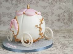 Birthday cake for a little princess :D Toddler Birthday Themes, Carriage Cake, Pinata Cake, Cinderella Carriage, Cake Smash, Cake Pop, Beautiful Birthday Cakes, Chocolate Hearts, How To Make Cake