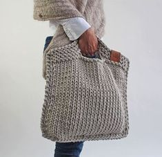 Looks chic and feels just right. For the days when you only w - Knitting Crochet ideas Knitted handbag. Looks chic and feels just right. For the days when you only w . Purse Patterns, Knitting Patterns, Crochet Patterns, Crochet Slipper Pattern, Afghan Patterns, Knitting Ideas, Crochet Ideas, Crochet Handbags, Crochet Purses