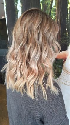 Blonde balayage highlights blonde hair honey beige Best Picture For half and half hair color aesthet Champagne Blonde Hair, Honey Blonde Hair, Blonde Hair Looks, Blonde Fall Hair Color, Winter Blonde Hair, Thick Blonde Hair, Long Brunette, Light Blonde, Blonde Balayage Highlights