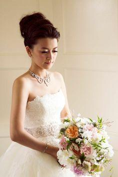 Glamorous California Wedding, Half Moon Bay - wedding dress. photo: Catherine Hall Studios