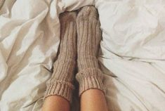 Tips on How to Create a Cozy Atmosphere in Your Home from Free People! Try some of these tips to stay warm in your dorm room or at home over winter break! Stay Warm, Warm And Cozy, Cozy Winter, Autumn Cozy, Fall Winter, Free People Blog, Cozy Socks, Bed Socks, Home Free