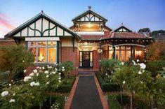 Super ideas for house exterior colors australia brick Style At Home, Facade Design, House Design, Diy Home, Home Decor, Queenslander, Australian Homes, Australian Architecture, Classic Architecture