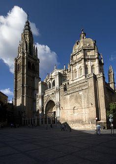"""SPAIN. Architecture/Cathedrals/Monastery..La catedral de Santa María de Toledo. Sede de la Archidiócesis de Toledo, es un edificio de arquitectura gótica, considerado por algunos como la """"opera magna"""" del estilo gótico en España. Su construcción comenzó en 1226 bajo el reinado de Fernando III el Santo y se finalizo en el siglo XV, en 1493."""