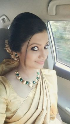 Elegant kerala christian bride in simple and elegant emerald necklace!!! Stunning!!