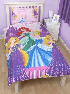 This Disney Princess Sparkle Single Duvet Set has a pretty castle theme and features princesses Cinderella, Rapunzel and Ariel. This set includes one double duvet cover and one pillowcase. This item can be machine washed and tumble dried on a cool setting.