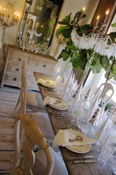 Zweedse stijl 264 (Lisa Luby Ryan via Cote de Texas) swedish French Country Dining Room, French Country Cottage, French Country Style, Rustic French, French Table, Swedish Style, French Decor, French Country Decorating, Natural Wood Flooring