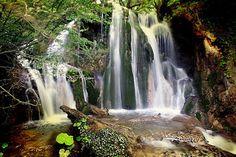 Okçular şelalesi/Araç/Kastamonu/// Kastamonu ili Araç ilçe merkezine yaklaşık 18 km. uzaklıkta Okçular Köyü' nde bulunan Okçular Şelalesi doğal güzelliğiyle doğa severlerin uğrak noktası.