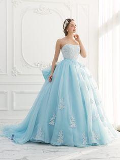 涼しげな印象の水色xホワイトドレス♡ 真夏のお色直しのアイデア☆