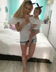 mommy and me Mom Daughter Matching Outfits, Mommy And Me Outfits, Matching Family Outfits, Cute Outfits For Kids, Girl Outfits, Mother Daughter Photos, Mother Daughter Fashion, Mother Daughters, Baby Girl Fashion