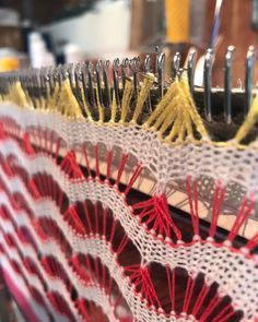 interesting pattern on machine knitting Knitting Machine Patterns, Stitch Patterns, Knitting Patterns, Lace Knitting, Knitting Stitches, Crochet Motif, Knit Crochet, Yarn Bombing, Wire Crafts