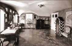 Классная комната великих князей Николая и Георгия Александровичей в Гатчинском дворце. 1940. Фото М.А. Величко
