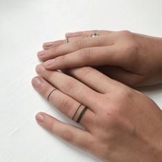 ring finger tattoo Hand Tattoo Ideas for Girls – Female Hand Tattoos Finger Tattoo For Women, Hand Tattoos For Women, Simple Hand Tattoos, Tattoos For Girls, Arrow Tattoo, Arrow Finger Tattoos, Tattoo Ring Finger, Tattoos On Fingers, Cool Finger Tattoos