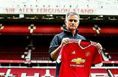 Manchester United con Mourinho:  -4 partidos. -4 triunfos. -1 título. -9 puntos de 9 en Premier.  ILUSIÓN TOTAL.