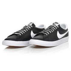 the best attitude ce44d 8956f Nike Tennis Classic AC Men s Tennis Shoes Black Racket Racquet NWT  377812-050