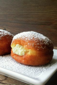 Berliners Pastries are a popular sweet treat in Chile. Croissants, Great Desserts, Dessert Recipes, Chilean Recipes, Chilean Food, Chilean Desserts, Muffins, Rum Cake, Cupcakes