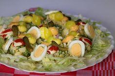 Een dergelijke salade mag je eigenlijk niet missen op een feestje/buffet. Eenvoudig van tevoren klaar te maken en vlak voor t eten styleren. Cobb Salad, Food, Salads, Meals