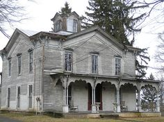 This lovely old house on Seneca Lake in the Finger Lakes is abandoned and empty. It is said to be haunted, and the fact that such a lovely house is left empty does indicate that there is some good reason no one lives here.