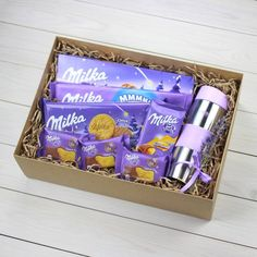 Подарок c Milka (шоколадки, бисквиты, печенья) и термокружка Cute Gifts For Friends, Christmas Gifts For Coworkers, Christmas Gift Box, Homemade Christmas Gifts, Homemade Gifts, Cute Birthday Gift, Birthday Box, Friend Birthday Gifts, Candy Gift Box