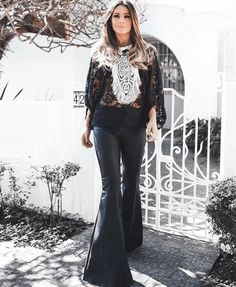 70s Women Fashion, Punk Fashion, Bell Bottom Pants, Bell Bottoms, Jeans Flare, Golden Dress, Glamour, Wide Leg Jeans, Ideias Fashion
