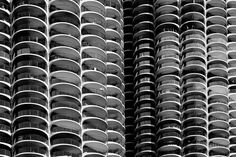 https://flic.kr/p/EGaHXX | Marina City in black and white | Love them or hate them, the corn cob towers of Marina City are certainly icons of Chicago's downtown.