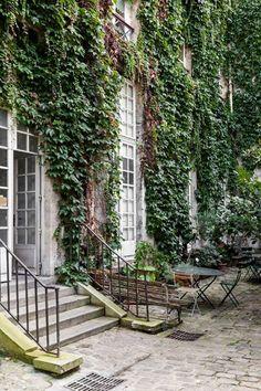 Rue Charlot, Paris - City & Small Space Garden Design (houseandgarden.co.uk)
