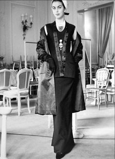 "1954 Odile presents Dior's evening ensemble called ""Arsène Lupin"", Autumn/Winter Collection H-Line"