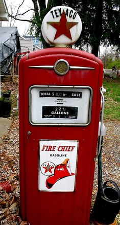 Old Gas Pump Photo: Texaco gas pump at one of our newspaper customes. This Photo was uploaded by Old Gas Pumps, Vintage Gas Pumps, Logos Vintage, Vintage Signs, Vintage Tools, Old Garage, Garage Cafe, Pompe A Essence, Harley Davidson