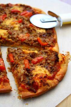 Pizza au boeuf haché, poivron et cheddar - Amandine Cooking - - Mushroom Pizza Recipes, Vegetarian Pizza Recipe, Chicken Pizza Recipes, Pizza Recipe Without Oven, Deep Dish Pizza Recipe, Spicy Pizza, Cheddar, Artisan Pizza, Good Pizza
