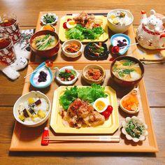 """うめまゆ on Instagram: """"* * 🍙#晩ごはん * *唐揚げのスイチリマヨソース和え *ほうれん草のちりめん山椒和え *人参のすだちマリネ *キムチ納豆 *アスパラとベーコンのペペロン炒め *蕪のお味噌汁 *さつま芋ご飯 *ブルーベリーヨーグルト @st.cousair * *…"""" B Food, Food Menu, Food Porn, Good Food, Yummy Food, Fruit Recipes, Cooking Recipes, Food Carving, Breakfast Lunch Dinner"""