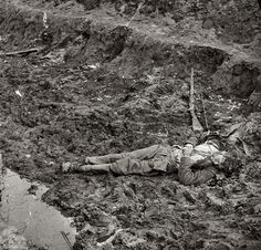 """""""Dead Confederate soldier outside the walls of Fort Mahone."""" Wet plate glass negative, left half of stereo pair, by Thomas C. Civil War glass negative collection, Library of Congress American Civil War, American History, Shorpy Historical Photos, Confederate States Of America, War Image, War Photography, Civil War Photos, Us History, Military History"""