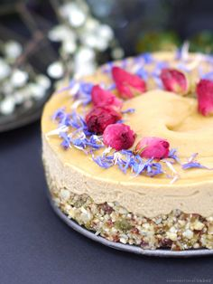 Sunflower Seed Butter Cheesecake (No-Bake & Free From: dairy, nuts, gluten & grains, refined sugar, coconut, and added oils)