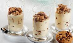 Creme mit Bourbon-Vanille mit Schokocookies geschichtet