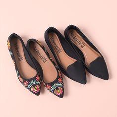 Para o seu office look deixo essas duas opções lindas de flats. Qual você gosta mais bordada ou lisa?#ValentinaFlats #shoes #fashion #loveit #loveshoes #shoeslover #flat #pretty #love #trend