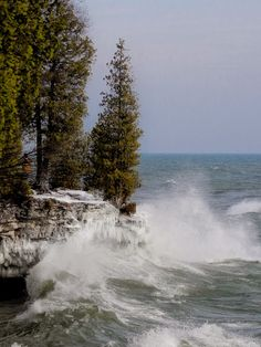 Cave Point is a beautiful draw in all seasons; in calm seas and turbulent. Wisconsin State Parks, Door County Wisconsin, County Park, Wisconsin Vacation, Wisconsin Cheese, Great Lakes, Lake Michigan, Camping Hacks, Vacation Spots