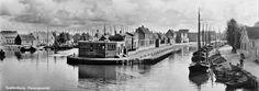 Oude en Nieuwe haveningang Spakenburg anno 1950 / Pieter de Vos nwevorm.nl