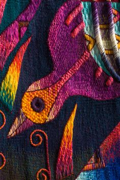 Biography of Maximo Laura, an Award Winning Peruvian tapestry weaver recognized as one of Peru's and South America's most unique textile artists. Bird Quilt, Thread Art, Textile Artists, Hand Weaving, Textiles, Tapestry, Quilts, Detail, Stuff To Buy