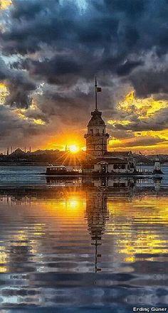 Sunset at the Maiden's Tower (or Tower of Leandros; in Turkish, Kiz Kulesi) in Bosphor Strait - Istanbul, Turkey Places Around The World, Around The Worlds, Roadtrip Europa, Beautiful World, Beautiful Places, Cool Pictures, Beautiful Pictures, Hagia Sophia, Beautiful Sunrise