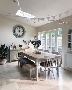 Over the years, many people have found a traditional country kitchen design is just what they desire so they feel more at home in their kitchen. Country Kitchen Designs, Farmhouse Style Kitchen, Farmhouse Design, Farmhouse Ideas, Farmhouse Table, Dining Room Design, Dining Room Furniture, Farmhouse Furniture, Furniture Ideas