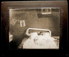 Memento Mori Photography, Post Mortem Pictures, Kid Photos, Post Mortem Photography, The Departed, Momento Mori, Vintage Children, Dark Side, Funeral