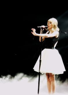 Loved the special effects on the stage during her concert!!
