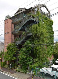 Eco-friendly building promoting power-saving