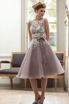 Vintage Knee Length Lace Appliques Short Bridesmaid Dress