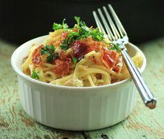 Cream, Proscuitto and Leek Spaghetti - Noshing With The Nolands Side Recipes, Pork Recipes, Pasta Recipes, Great Recipes, Favorite Recipes, Amazing Recipes, Lotsa Pasta, Dinner Recipes Easy Quick, Creamy Pasta