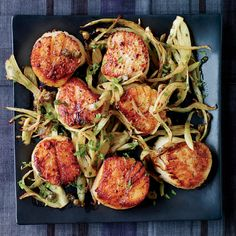 Ready in just 12 minutes, these delicious scallops are perfect with crisp-tender fennel and a lemon-caper dressing. Fish Recipes, Seafood Recipes, Dinner Recipes, Cooking Recipes, Dinner Ideas, Shrimp Stew, Coquille Saint Jacques, Gourmet, French Tips