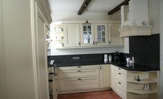 Landhausküche mit modernen Materialen kombiniert Modern, Kitchen Cabinets, Home Decor, Home Kitchens, Trendy Tree, Interior Design, Home Interior Design, Dressers, Home Decoration
