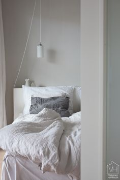 Our bedroom. Linen sheets from Balmuir. Linen Sheets, Scandinavian Bedroom, Closet Bedroom, Minimalist Bedroom, Decorating Blogs, Decoration, Decor Styles, Shabby, Comfy