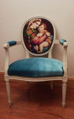"""Canevas """"Madone à la chaise """" d'après Raphael. Assise velours bleu nattier. Dossier arrière et double corde de finition en velours vert angl..."""